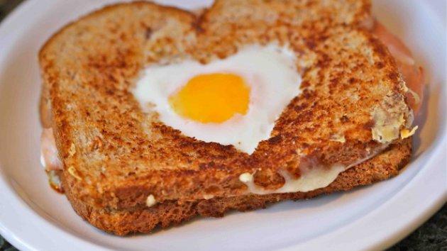 Τόστ με αυγό σε σχήμα καρδιάς   Πάμε Βόλτα